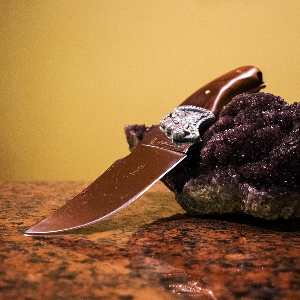 Много широк руски ловен нож ВОЛК 1996-2 ОРИЕНТ с гравюри и дръжка череша