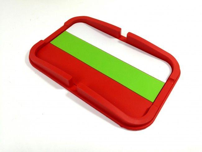 Супер сигурна наноподложка-корито BG държи телефона и дребни предмети на таблото
