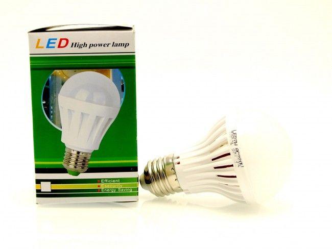 Най-ниска цена за 7W мощна и икономична LED крушка Е27 - топла светлина 3000К