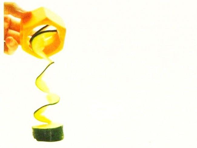 Бърза и ефективна белачка-ренде за красиви спирали от краставици, моркови и други плодове