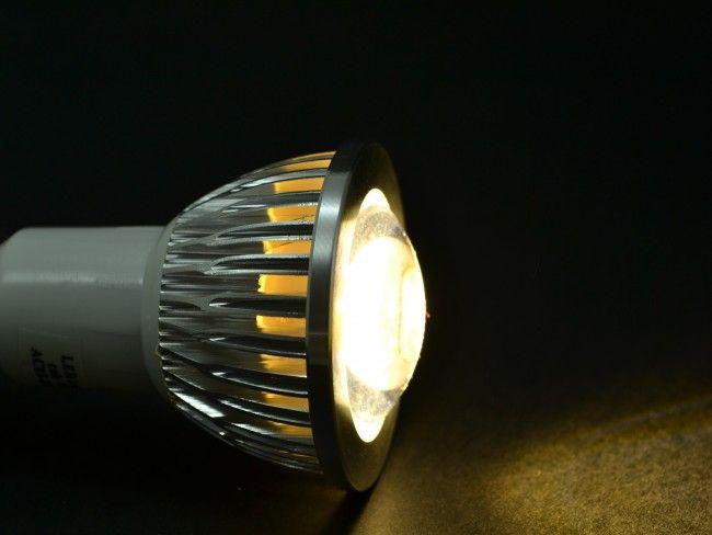 LED крушка MR16 ~220V AC 8W, лупа и алуминиево тяло. 3000К топла жълтеникава светлина