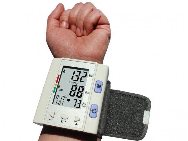 Автоматичен апарат за кръвно налягане BP-202H, с часовник и захранване 2 батерии ААА