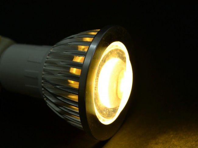 LED крушка GU10 8W, алуминиево тяло и оптична лупа. 3000К топла бяла светлина, ~220V AC