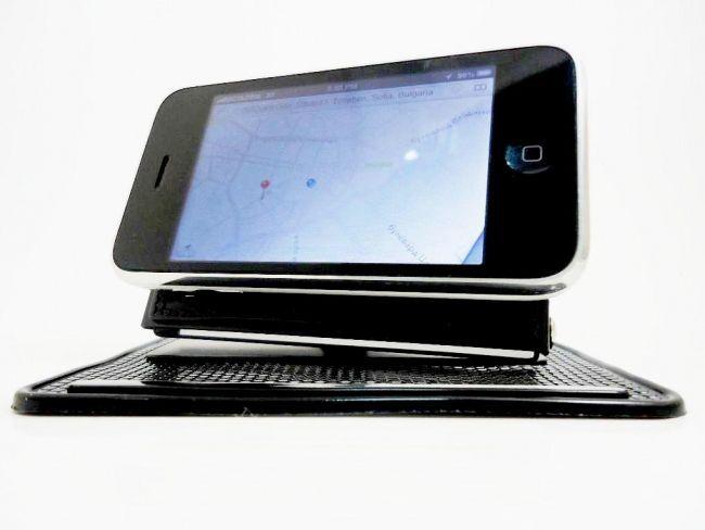 Изгарящо промо : здрава стойка с 2 наноподложки за телефони и таблети