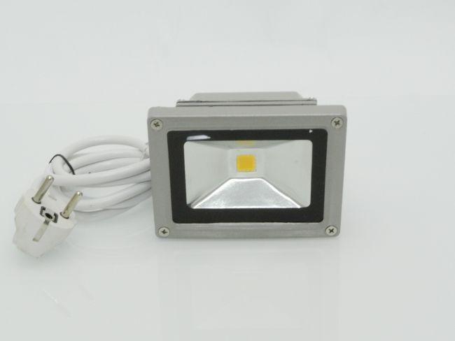 Супер икономичен и вечен LED прожектор за външен монтаж