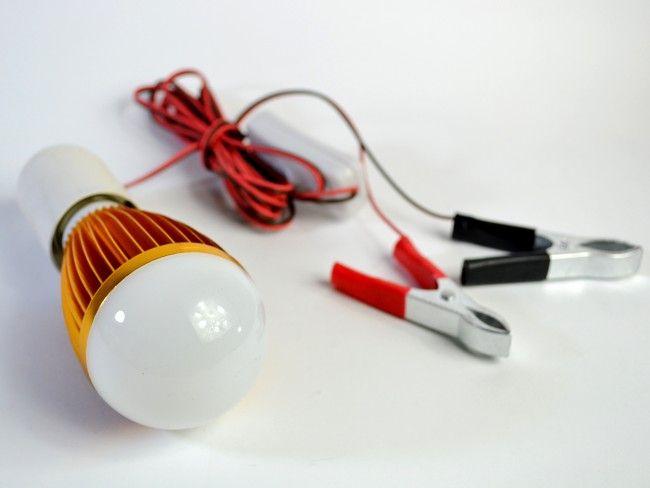 Аварийна LED лампа с дълъг кабел,прекъсвач и големи щипки за включване в акумулатор 7W 12V