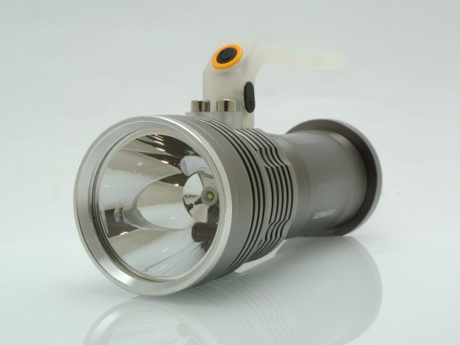 Mощен бутиков LED фенер и последно поколение светлинни източници CREE XPG i xml T6