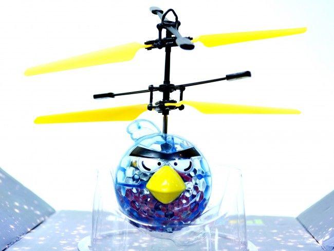 Летящ AngryBirds с вградена батерия, мощни перки и елементарно управление за всяко детенце