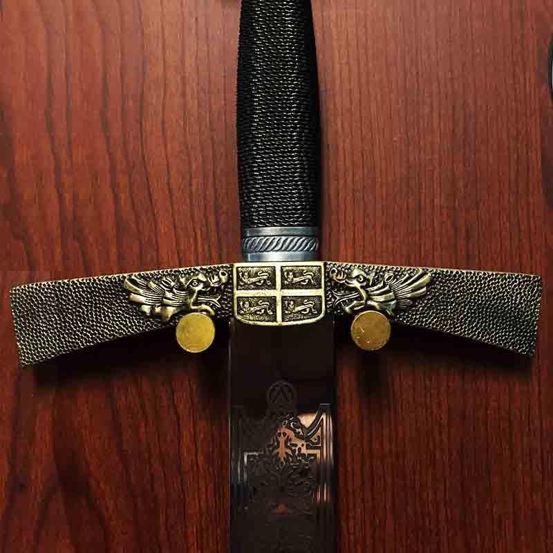ПРЕМИУМ клас кръстоносен меч FOUR LIONS 8015 с поставка за стена
