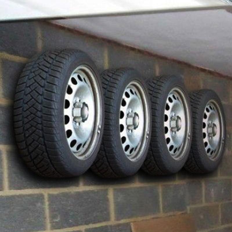 4 броя италиански скоби LAMPA 159590 за закачане на зимните гуми на стената в гаража
