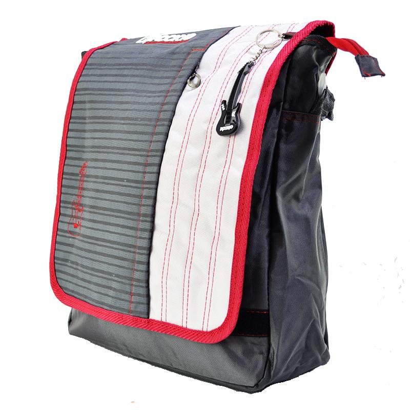 Чанта с капак, една презрамка и импрегниран текстил 3575