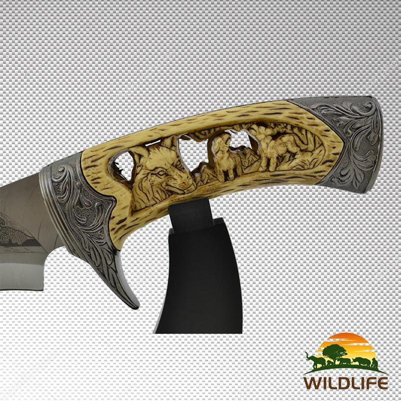 Бутиков подаръчен нож WILDLIFE COLLECTION WOLF с настолна трофейна поставка