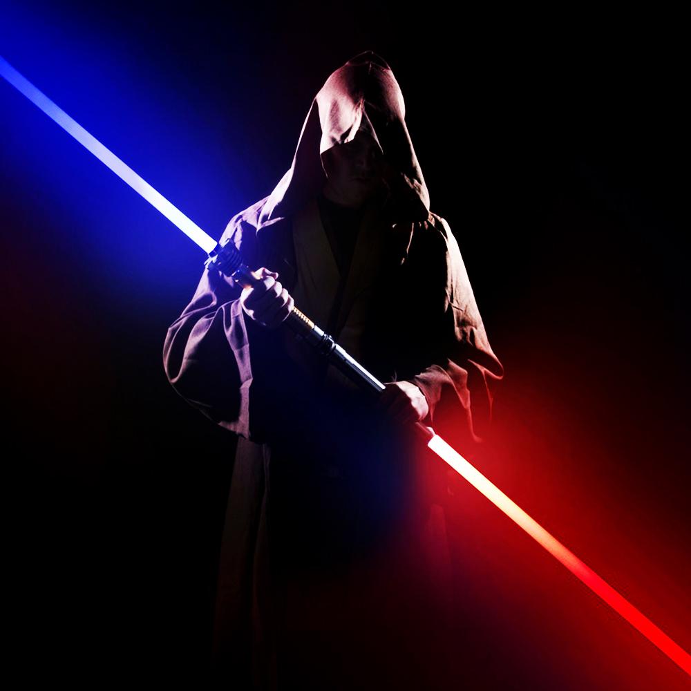 Двоен светлинен меч - копие, син и червен, съединяващи се в смъртоносно оръжие