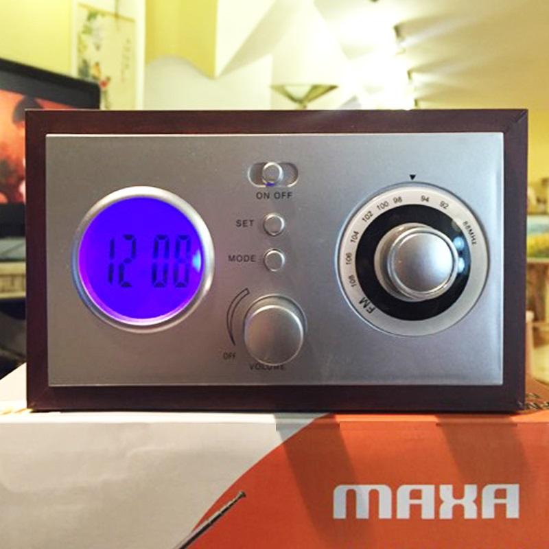 Красиво винтидж ретро FM радио с часовник и аларма MAXA SR042