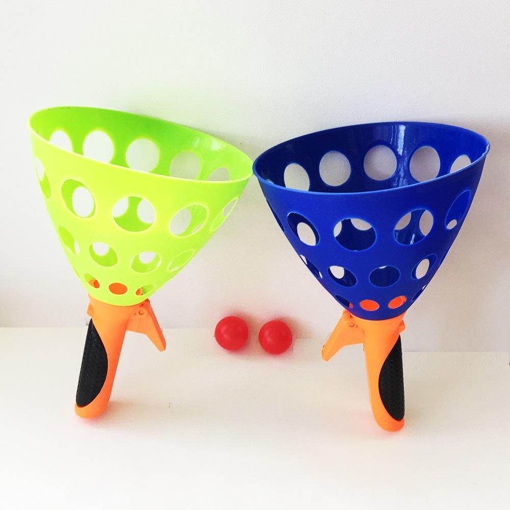 Забавна игра две големи стрелящи фунии с две топчета, 3+
