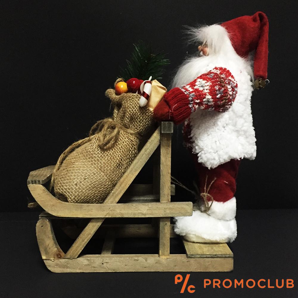 Великолепен Дядо Коледа с дървена шейна и чувал с подаръци, висок клас коледна украса 399