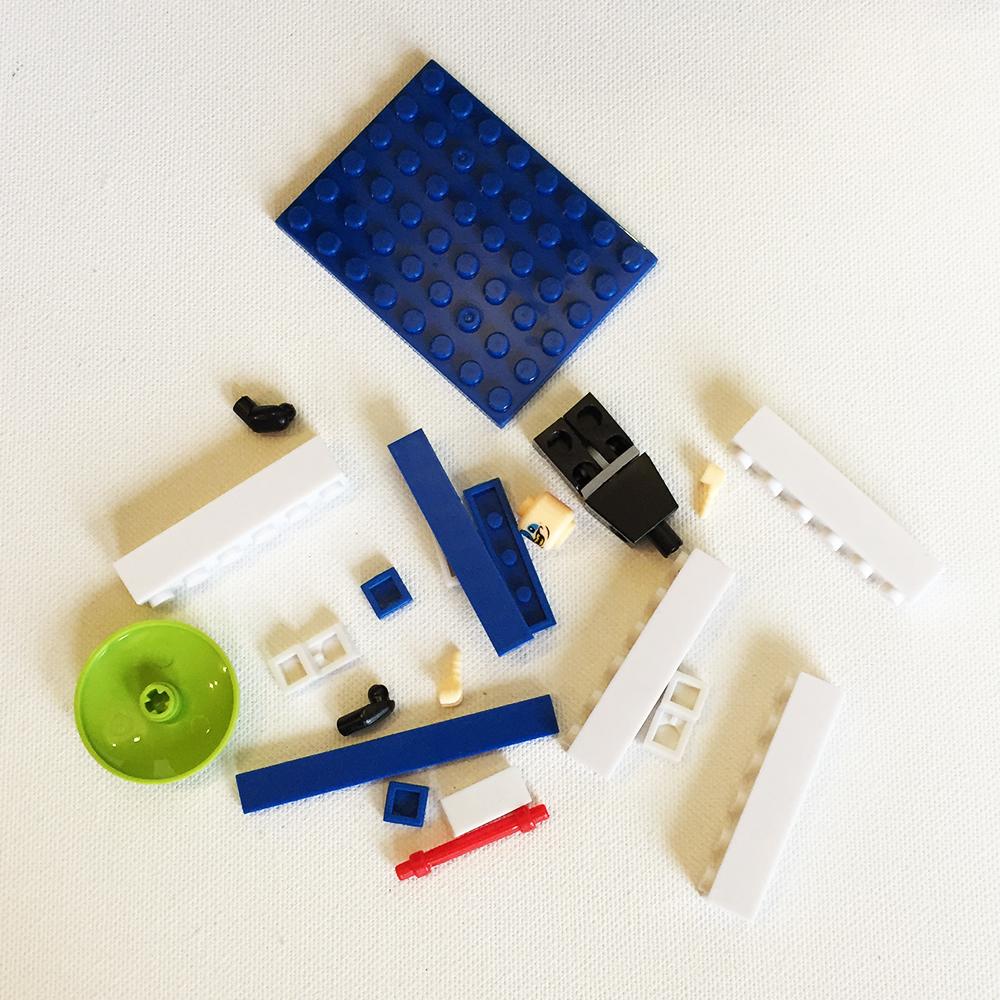 Мини конструктори тип ЛЕГО с ГЕРОИ в 24 части, 3+, произволен случаен модел