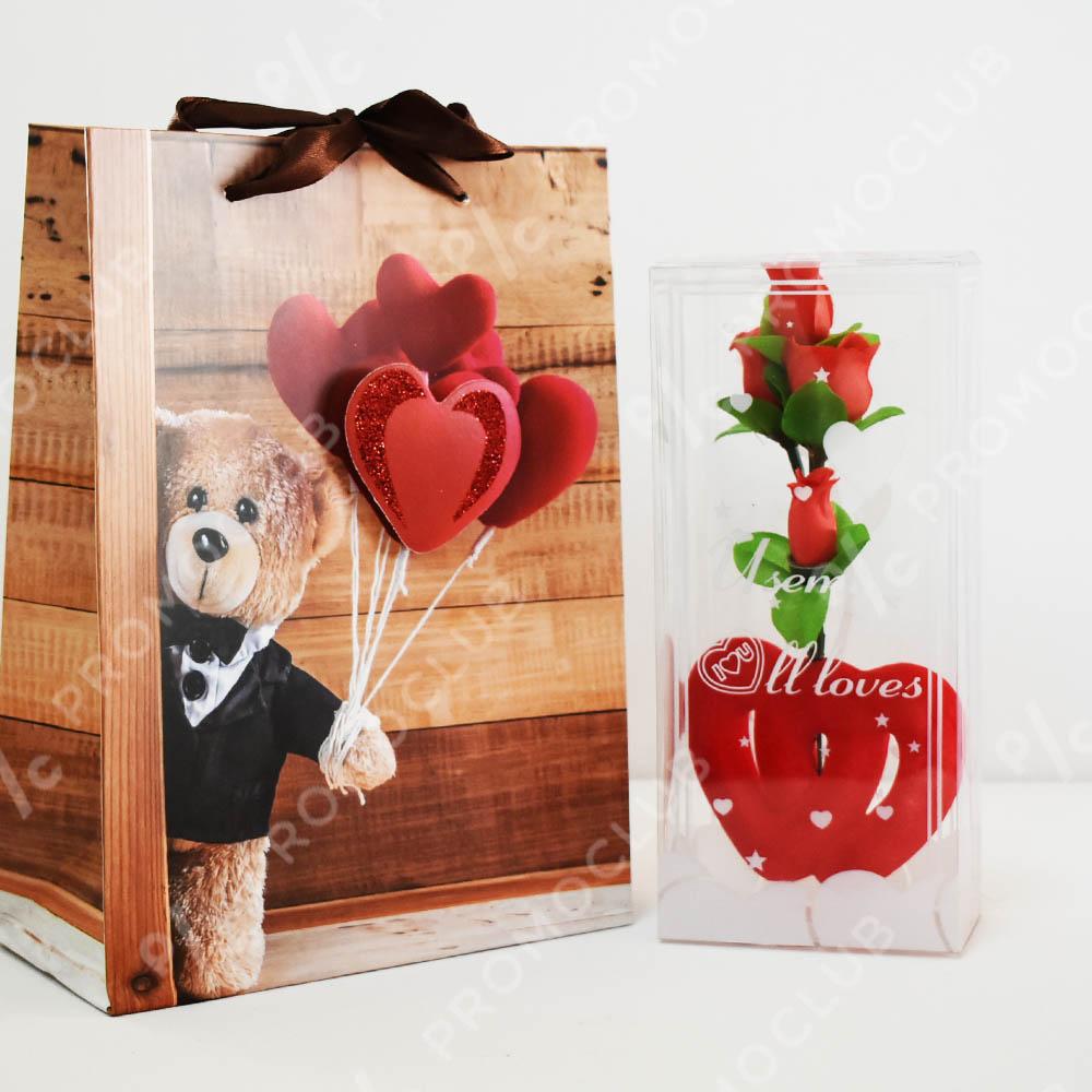 Две сърца с розички в кутия - романтичен подарък в кутия и луксозна подаръчна торбичка