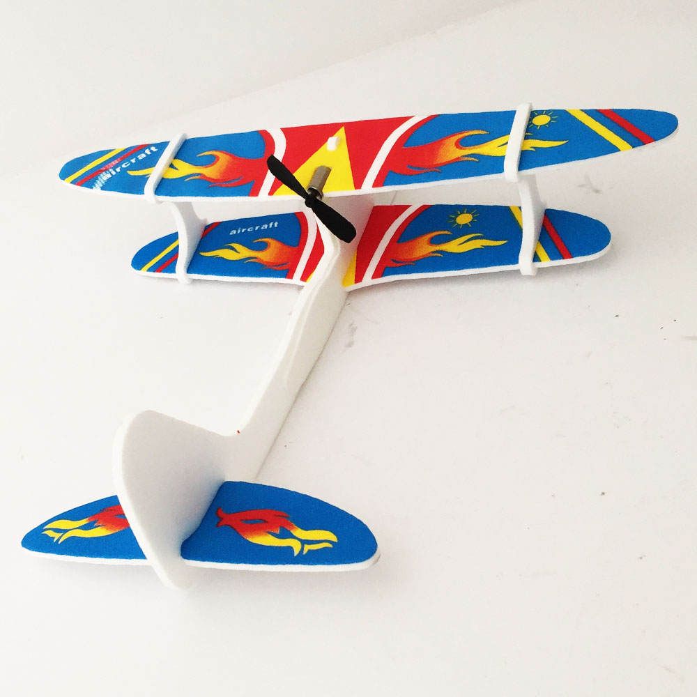 Високооборотен самолетящ електрически самолет с вградена презареждаема батерия PL518