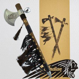 Автентичен индиански TOMAHAWK с дървена дръжка с обков,кожа, пискюли,вградена лула, брадва