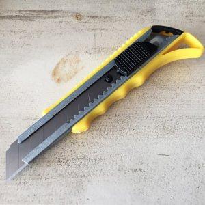 Здрав макетен нож L TYPE F602 с метално тяло, чупещ, ширина на резеца 18 мм