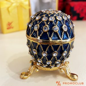 Ювелирно яйце Фаберже за бижута и украса; керамика, метал и кристали