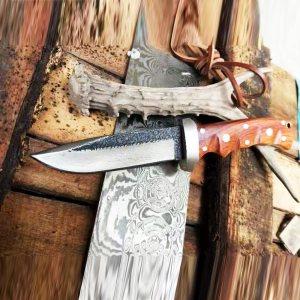 Ръчно изработен кован ловен нож HEAVY HUNTING DAMASK, кания  телешки бланк