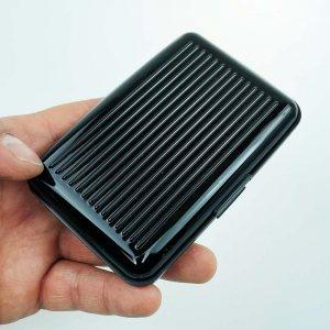 Метален визитник BLACK CARD , красив и функционален