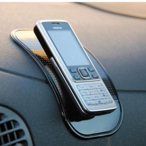 Супер лепяща и издръжлива нано подложка за всеки автомобил